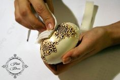 MK from Joanna on patinating of the created relief on a product! Christmas Ornament Crafts, Christmas Balls, Holiday Crafts, Egg Crafts, Easter Crafts, Diy And Crafts, Easter Tree, Easter Eggs, Decoupage Jars