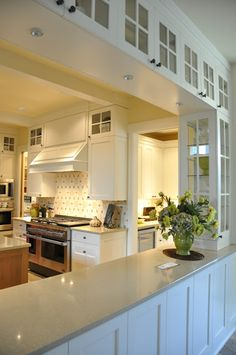 Perfect opening from Kitchen into Dining. Buffet serving right from the kitchen.