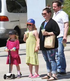 Melissa+McCarthy+&+Her+Family-Of-Four Melissa Mccarthy And Husband, Mellisa Mccarthy, Mc Carthy, Star Show, Looks Plus Size, Hugh Dancy, Two Daughters, Mommy Style, Celebrity Moms