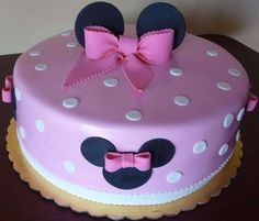 Minnie Mouse themed Birthday Cake from Roscoe Bakery in Los Angeles. Mini Mouse Cake, Minnie Mouse Birthday Cakes, Barbie Birthday, Birthday Cake Girls, Bolo Minnie, Minnie Cake, Cupcakes Decorados, Barbie Cake, Disney Cakes