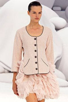 I'm not usually a fan of Chanel but I like the mix of soft and flirty with the traditional classic style. Spring 2012