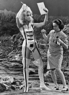 """iconophages: """" Jane Fonda doing her hair on the set of Barbarella, 1968 """" I loved her in Klute, a forgotten demonstration of her skills. Jane Seymour, Science Fiction, Jane Fonda Barbarella, Barbarella Movie, Romain Gary, Films Cinema, Fritz Lang, Space Girl, Norma Jeane"""