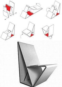 VOUWWOW es una silla portátil hecha de cartón reciclado, de peso ligero, que ganó el concurso Thonet Mart Stamprijs 2009 Chair Design Competition. Su diseño ha sido creado por los diseñadores Joost Van Nort y Maartje Nuy.  Con Vouwwow, el dúo neerlandés sugiere que en lugar de simplemente tirar el cartón, ¿por qué no hacer una silla con él? http://elmundodelreciclaje.blogspot.it/2011/01/silla-de-carton.html
