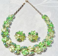 SPECTACULAR Vintage GREEN LEAF LUCITE Necklace Earring SET by LISNER  aneyefortreasures