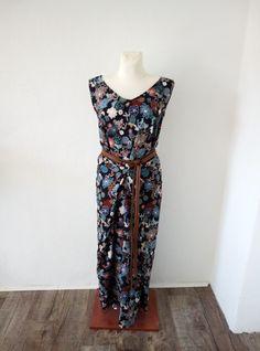 Ein abgewandeltes Kilo Wrap Dress Wrap Dress, Jumpsuit, Pants, Dresses, Fashion, Catsuit, Gowns, Moda, Playsuit