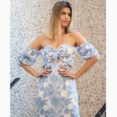 Um CLOSE certo nos detalhes MARA do nosso 'long dress' deixando a @carolinatognon ainda mais bela.😍😍😍#reginasalomao #SS17 #TropicalVibesRS