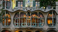 Casa Batlló is a key feature in the architecture of modernist Barcelona. It was built by Antoni Gaudí between 1904 and 1906 having been commissioned by the textile industrialist Josep Batlló.