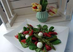Spargelsalat mit Erdbeeren, Mozzarella & Erdbeer-Chili-Dressing
