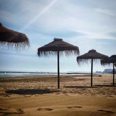 #Siesta bajo la #sombrilla en la #playa, uno de los mejores #placeresdelavida. #Domingo #sol #sombra #descanso #calma #mar #arena #bien #relax #sunday #instabeach #instaplace #Benicàssim #BenicassimParaiso #Benifornia #Voramar #paraiso #paradise