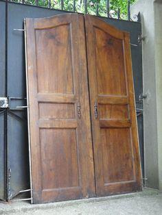 paire d anciennes portes d armoire xixeme pour placard autre en noyer 176