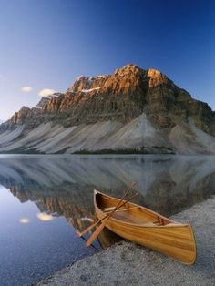 Canoe at the Lakeside, Bow Lake, Alberta, Canada. Just look at that beautiful view and that awesome canoe! Oh The Places You'll Go, Places To Travel, Places To Visit, Travel Destinations, Beautiful World, Beautiful Places, Magic Places, Canoe And Kayak, Go Camping