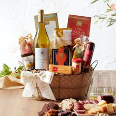 Fall Gift Baskets, Wine Gift Baskets, Wine Recipes, Gourmet Recipes, Toasted Crackers, Hickory Farms, Gift Crates, Cheese Gifts, Honey Chocolate