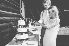 http://blog.suegraphy.com/jostein-alise-norwegian-barn-wedding/