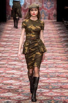 Camouflage Fashion, Camo Fashion, Look Fashion, Fashion Show, Fashion Outfits, Womens Fashion, Fashion Design, Military Inspired Fashion, Military Fashion