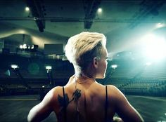 just truly beautiful. Pink Tour, Pink Live, Alecia Moore, Music Is My Escape, Everything Pink, New Instagram, Pixie Hairstyles, Undercut, Pink Fashion