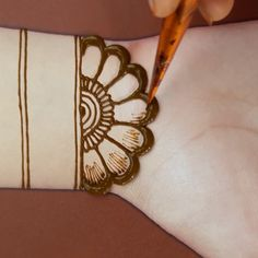 simple and easy henna design video tutorial simple and easy henna design video tutorial,Henna designs Related posts:Pullover Hadrian in Schwarz Joop! - Henna designs reasons to fall in love with white henna tattoos. Henna Tattoo Hand, Simple Henna Tattoo, Henna Tattoo Designs, Henna Tattoo Muster, Henna Flower Designs, Mehndi Designs Finger, Basic Mehndi Designs, Back Hand Mehndi Designs, Mehndi Designs For Girls