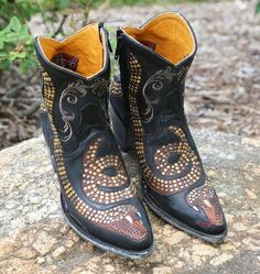 Shop the Old Gringo Snake Zipper Boots L1177-1 at Rivertrail Mercantile.  Enjoy fast and free shipping on all Old Gringo Boots.