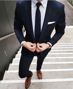 Navy blue suit for men www.mensfashionposting.com