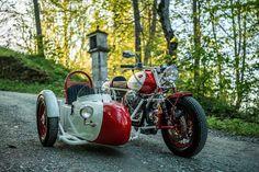 The Alpinist: A Moto Guzzi sidecar rig from NCT Motorcycles. The Alpinist: Une plate-forme de side-car Moto Guzzi de NCT Motorcycles. Concept Motorcycles, Vintage Motorcycles, Custom Motorcycles, Custom Bikes, Cars And Motorcycles, Custom Choppers, Triumph Motorcycles, Moto Guzzi, Motorcycle Men