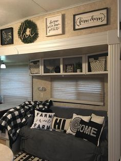 40 Awesome Rv Living Room Remodel Design - Road trek camper van has all the comforts of home. Whether you're heading cross-country or cross-town you can have all the comforts of a home: change room, k Living Room Remodel, Rv Living, Living In A Camper, Kitchen Living, Room Kitchen, Small Living, Camping Vintage, Vintage Rv, Vintage Campers