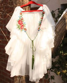 romanian blouse Romanian Wedding, Traditional Wedding Dresses, Gorgeous Fabrics, Embroidery Designs, Bell Sleeve Top, Feminine, Costumes, Womens Fashion, How To Wear