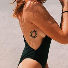 Mini Tattoos, Dainty Tattoos, Little Tattoos, Sun Tattoo Small, Small Tattoos, Hand Tattoo, Sole Tattoo, Tattoo Sun, Rib Tattoos For Women
