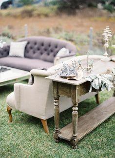 sotto l'albero divani e sedie?