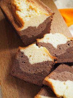 Graafisen kaunis kolmikerros kahvikakku Three layered Bundt cake wit dark chocolate, cocoa and vanilla Cute Baking, Takana, Vegan Recipes, Cooking Recipes, Cornbread, Love Food, Banana Bread, Cocoa, Sweet Tooth