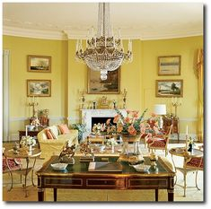 Sister Parish decorated the White House during Jackie Kennedy's time. This is the Yellow Oval Room which explores Sister Parish's love for color. She was one of the first to bring in patterns. Los Kennedy, Jackie Kennedy, Jackie O's, English Country Style, Country Style Homes, Country Houses, French Country, White House Interior, Home Interior Design