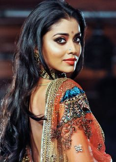 Shriya Saran - Another South Indian filmstar that makes the successful move to Bollywood India Beauty, Asian Beauty, Gorgeous Women, Beautiful People, Exotic Women, Exotic Beauties, Glamour, Indian Girls, Pretty Face