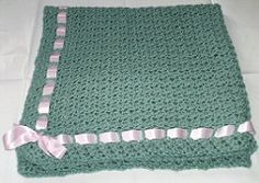 I made this for my partner's niece who's about to have a baby and just wanted to share the pattern. It's really easy and I made it in just a couple of days. Even if you don't really know how to crochet (me) you can still make a pretty baby blanket.