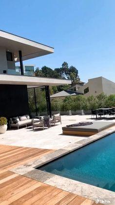 Backyard Pool Landscaping, Backyard Pool Designs, Swimming Pools Backyard, Patio, Swimming Pool Architecture, Small Pool Design, Modern Villa Design, Architectural House Plans, Luxury Homes Dream Houses