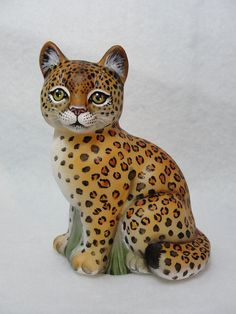 Fenton OOAK Sitting Cat Exotic Natural Leopard Stunning-CC Hardman. Sold for $810.00 on Ebay on 5-15-15.