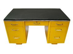 I love yellow, I love old metal desks. Want want want.