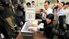 82. 19th July: the government forbids distribution of beef from Fukushima. Radioactive cesium has been detected both in the meat and in the fodder. / El 19 de julio, el Gobierno prohíbe la distribución de carne de vacuno procedente de Fukushima, al detectarse cesio radiactivo en la carne y en el pienso.