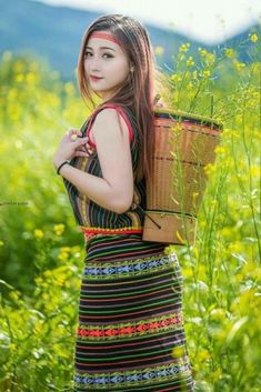 Beautiful morning for all friends Myanmar Traditional Dress, Traditional Dresses, Sexy Asian Girls, Beautiful Asian Girls, Asian Ladies, Ethnic Fashion, Asian Fashion, Indian Bridal Photos, Native American Girls