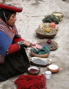Aprendiendo a Teñir con pigmentos naturales en Pueblito de Perú