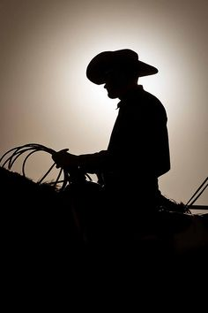 Nice silhouette of a cowboy~ Cowboys And Angels, Real Cowboys, Cowboys And Indians, Hot Cowboys, Cowboy Horse, Cowboy And Cowgirl, Cowboy Pics, Cowboy Pictures, Country Boys