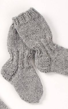 Suurenna kuva                pitkävartiset sukat Knitting For Kids, Baby Knitting Patterns, Knitting Socks, Knit Or Crochet, Crochet Baby, Best Baby Socks, Woolen Socks, Knitted Baby Clothes, Knitting Videos