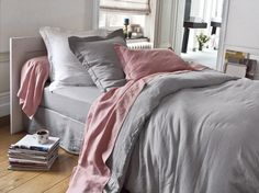 Chambre rose et grise / Pink and grey bedroom : http://www.maison-deco.com/chambre/deco-chambre/Une-chambre-printaniere