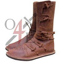 Original pinner said: High Viking Boots. Almost everything for LARPing and Renaissance needs! Viking Shoes, Viking Garb, Viking Clothing, Viking Warrior, Viking Reenactment, Templer, Norse Vikings, Medieval Costume, Leather Projects