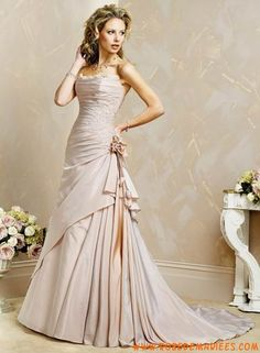 Robe A-ligne en satin ornée de  broderies robe de mariée tatie