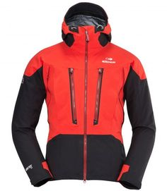 """fondamentale una giacca anti pioggia ed """"ermetica""""... con tessuti leggeri ed evoluti, per la protezione di noi scalatori. non deve essere spessa e non deve dare intralcio nei movimenti, altrimenti risulta un handicap!"""
