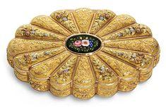 Mirror Crafts, Bottle Box, Antique Boxes, Gold Box, Small Boxes, Casket, Dose, Gold Flowers, Shape Design