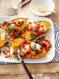 Die gebackenen Kartoffelhälften duften dank der Würzmischung aus Zimt, Kümmel, Koriander und Paprika schon von Weitem.