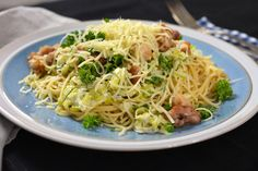 Spaghetti met gebakken kip, prei en look