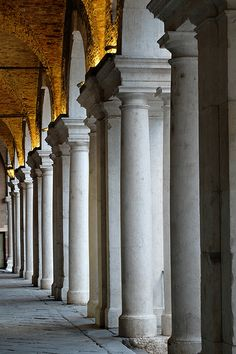 Vicenza, Basilica Palladiana, portici