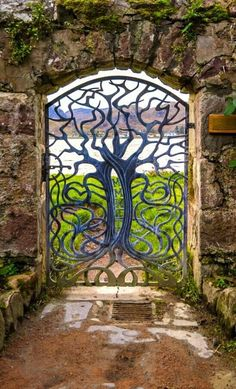 The thing about garden gates is that they are available in many different sizes and designs, which makes them a lot more beautiful. Here you will find some really great garden gate ideas that will certainly make your garden's entrance more beautiful. Tor Design, Gate Design, Entrance Design, Fence Gate, Diy Fence, Doorway, Garden Art, Garden Of Eden, Dream Garden