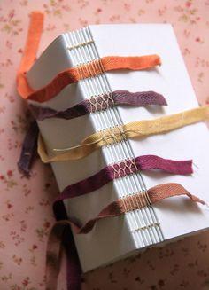Handmade Notebook, Handmade Journals, Diy Paper, Paper Crafts, Homemade Books, Bookbinding Tutorial, Paper Book, Book Journal, Journal Covers