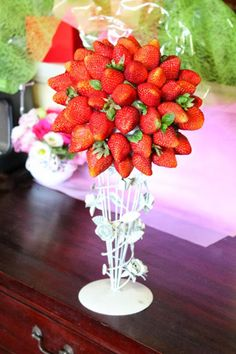 Make A Tower Of Strawberries!